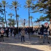 Propietarios de bares y restaurantes de Mallorca se manifiestan contra el cierre decretado por el Govern balear.