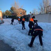 Retirada de hielo y nieve en Villalbilla