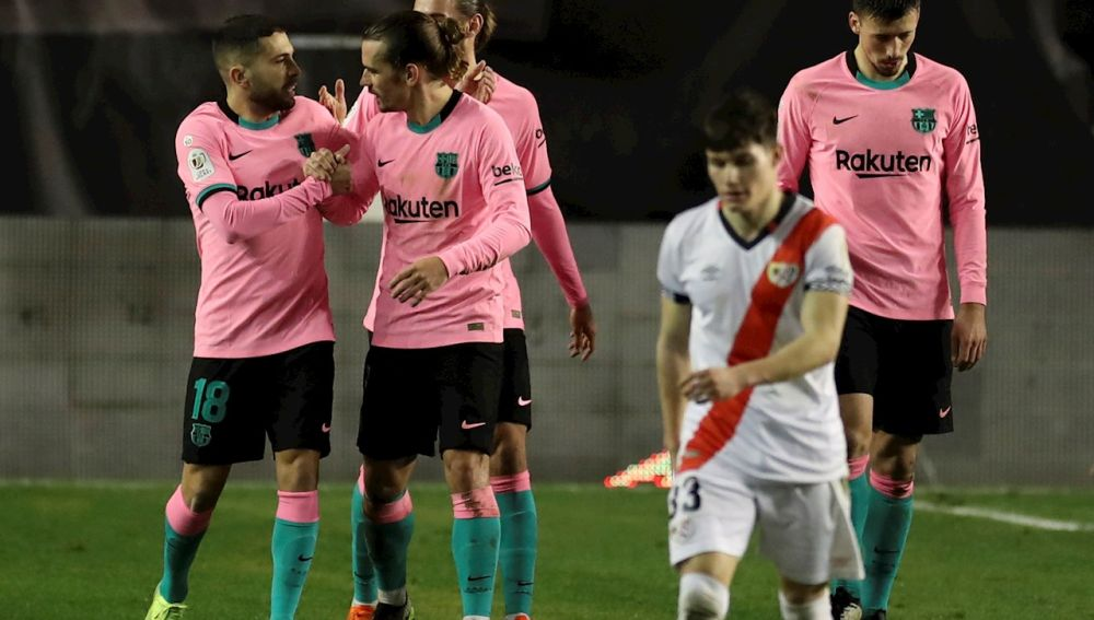 El Barcelona remonta al Rayo para meterse en cuartos de Copa del Rey
