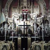 Altar de culto en una iglesia de Sevilla