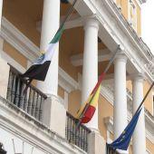 Badajoz declara dos días de luto por el fallecimiento de Miguel Celdrán.