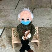 Figura de Crochet de Bernie Sanders
