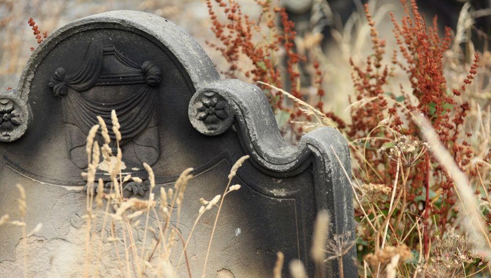 Imagen de archivo de la esquela en un cementerio