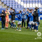 Los jugadores del Real Oviedo, en el homenaje a un seguidor fallecido