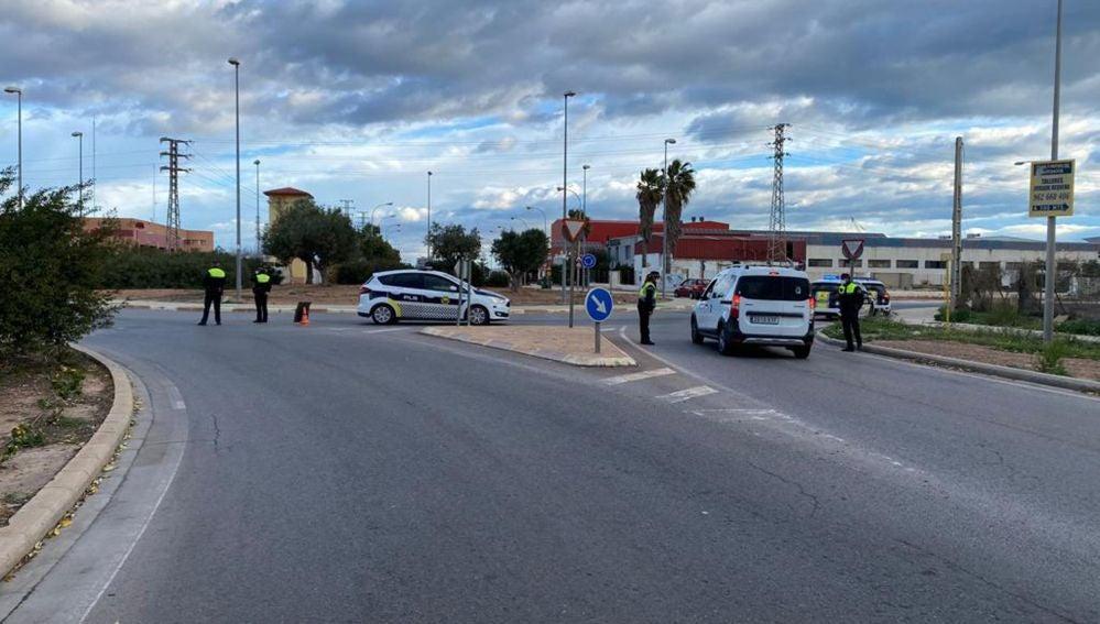 La Policía Local ha levantado en Sagunto más de un centenar de actas de infracción a las personas que decidieron saltarse el cierre perimetral, con sanciones que van de los 60 a los 600 euros.