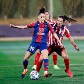 La jugadora del Levante UD, Esther González, durante un partido.