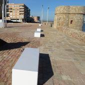 También se ha eliminado la última barandilla que quedaba en pie de la senda peatonal, junto a esta emblemática plaza