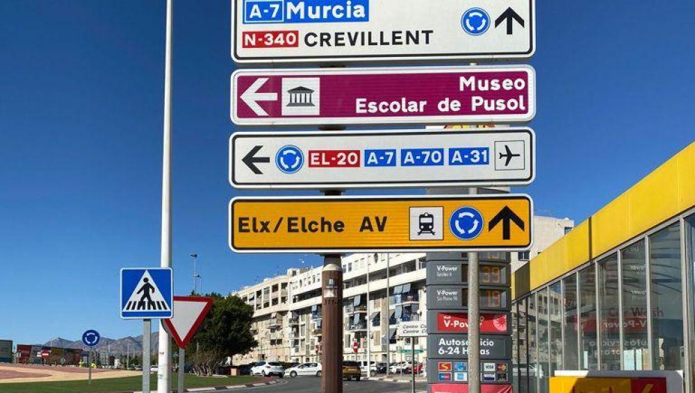 Señalización de la ubicación de la estación del AVE de Elche.