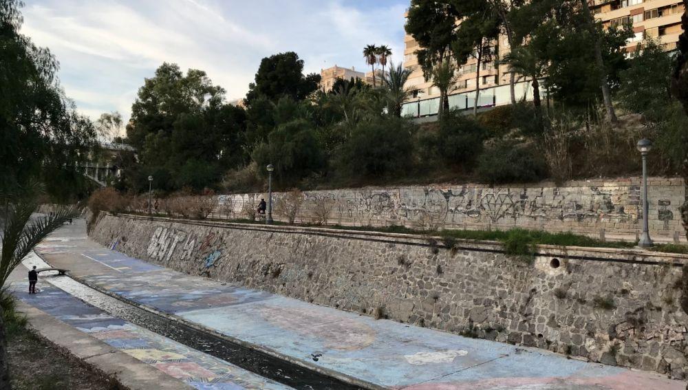 Ladera del río Vinalopó a su paso por el centro del casco urbano Elche.