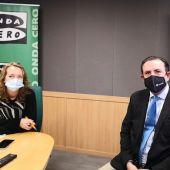 La periodista de Onda Cero Illes Balears Elka Dimitrova acompaña al director general de la Asociación de Industriales de Mallorca (Asima), Alejandro Sáenz de San Pedro.