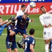 Un doblete de Varane da la victoria al Real Madrid ante el Huesca