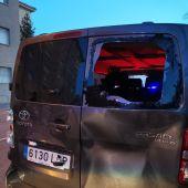Apedrean los vehículos de Ortega Smith e Ignacio Garriga en su visita a Vic