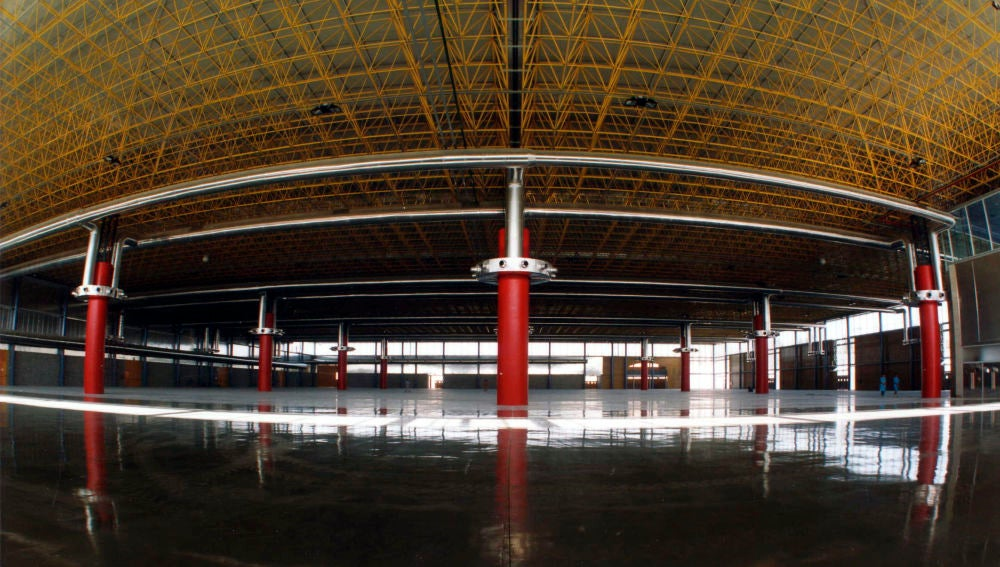 Interior de uno de los pabellones de IFA, espacio en el que quedarán estacionados los remolques refrigerados.