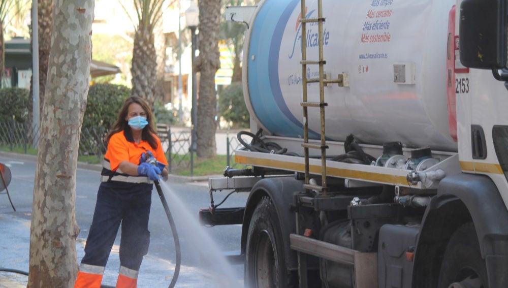 La concesionaria UTE Alicante refuerza el baldeo