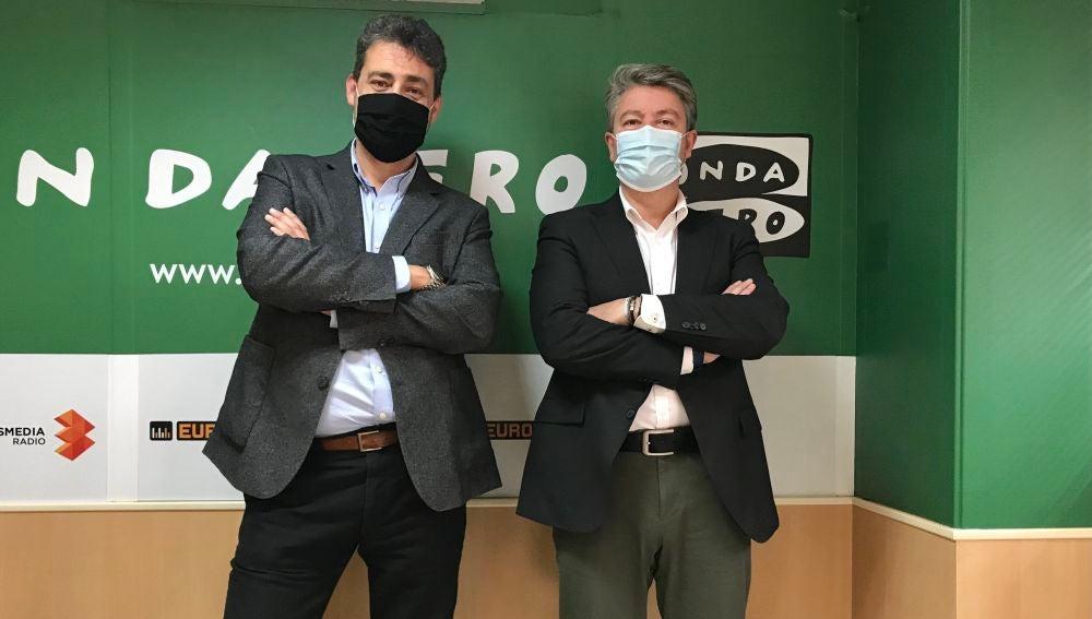 José Luis Ruiz Gorrochategui, nuevo director de Onda Cero Elche, junto a Antonio Domínguez Risco, director regional de Onda Cero en la Comunidad Valenciana.