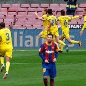Los jugadores del Cádiz celebran el gol de Álex Fernández ante el Barcelona