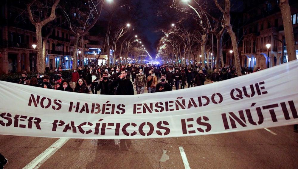 Manifestantes de Barcelona en contra de la detención de Pablo Hasel