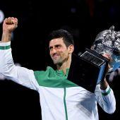 Djokovic gana a Medvedev y levanta su noveno Abierto de Australia