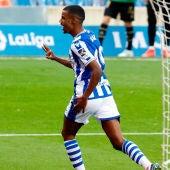 Alexander Isak tras marcar un gol para La Real Sociedad