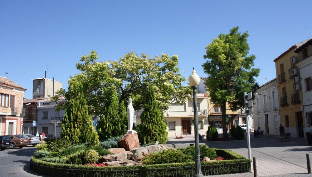Corte de una de las calles más transitadas del centro de Alcázar desde la Plaza del Altozano