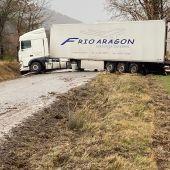 Camión accidentado en la N-260