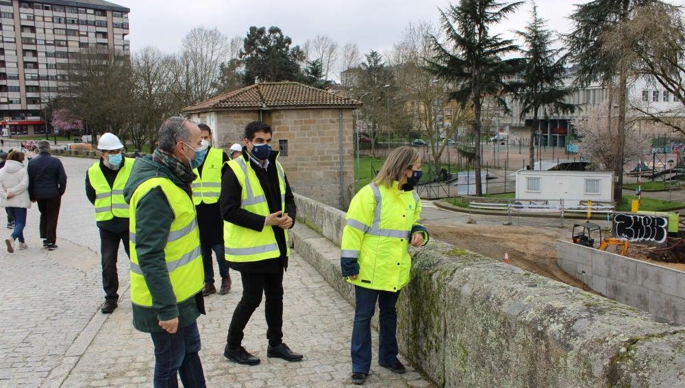 Ethel Vázquez destaca o valor patrimonial da contorna da Ponte Vella de Ourense
