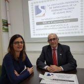 Carmen Ortega junto al presidente provincial de la AECC, Félix Peinado