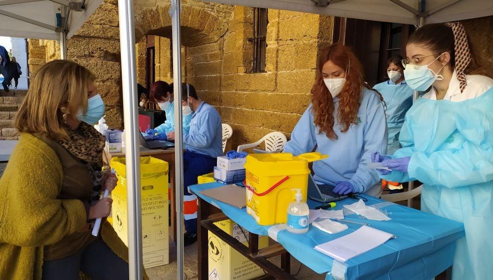 Comienzan las vacunaciones en Cádiz, Chiclana, El Puerto y Vejer