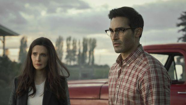 Los actores Tyler Hoechlin y Elizabeth Tulloch, en una imagen promocional de 'Supermán y Lois'