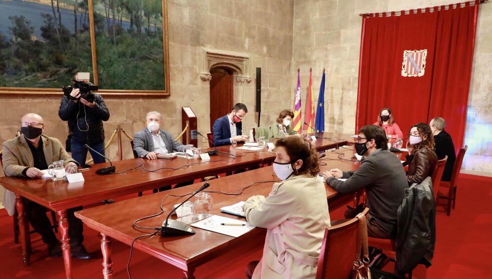 Los bares podrán abrir las terrazas al 50% en Mallorca, con cuatro personas por mesa y hasta las 17.00h