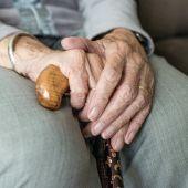 Los mayores esperan el protocolo para poder salir de paseo