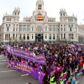 Manifestación por el Día de la Mujer a su paso por el Ayuntamiento en 2020.