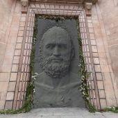 Representación artística de una de las nuevas puertas de bronce que se planea colocar en la fachada principal de la catedral de Burgos, decoradas por Antonio López en clave de arte contemporáneo