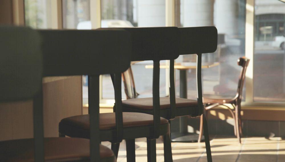 Se mantienen las restricciones en el interior de los bares y restaurantes