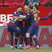 Los jugadores del Barcelona celebran el segundo gol ante el Sevilla