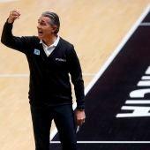 Scariolo dirige su primer partido como entrenador oficial en la NBA