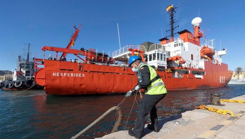 Muere uno de los tripulantes del buque 'Hésperides' afectado por el brote de covid