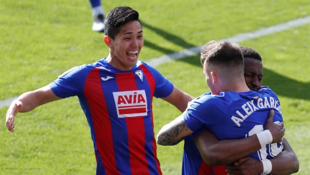Sandro y Diop dan un punto a Huesca y a Eibar que no les vale de mucho
