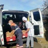 Miles de menús solidarios se están repartiendo en Llanes.