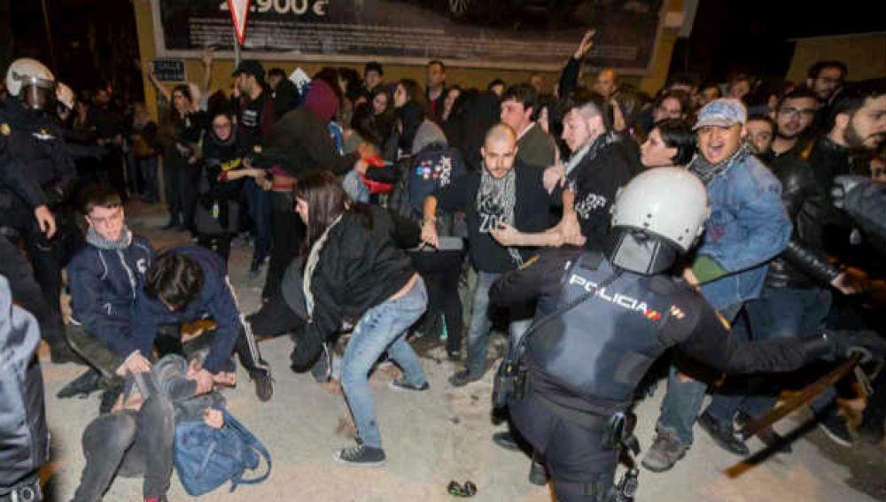 Represesión policial en las vías