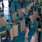 Vacunación contra el coronavirus en el Hospital Zendal.