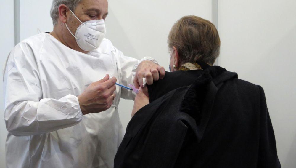 Comienza la vacunación masiva de la COVID en Asturias