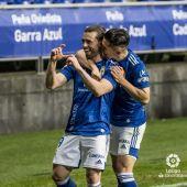 Rodri Ríos y Juenjo Nieto festejan el gol del Oviedo ante el Zaragoza