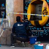 Un cajero roto tras los disturbios en Barcelona