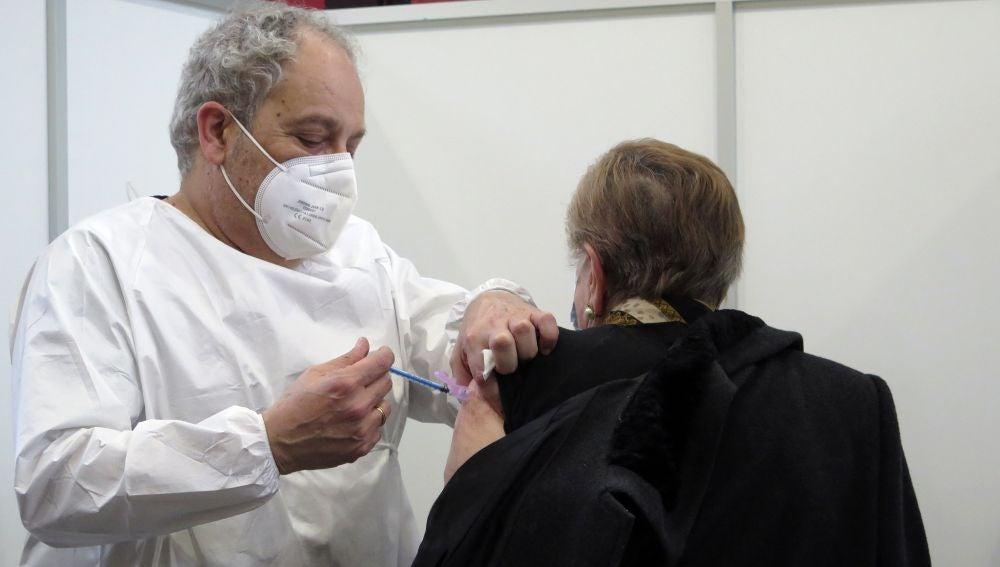 Asturias recibirá hasta 90.000 vacunas en abril