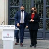 Miquel Sàmper i Ada Colau, a la roda de premsa, després de la reunió entre Govern i Ajuntament de Barcelona