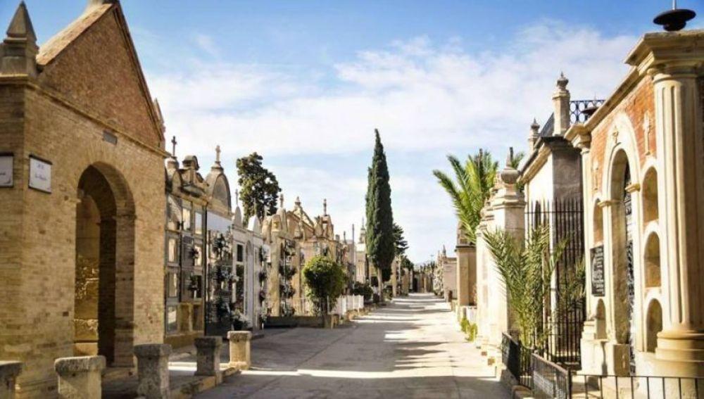 Una calle del Cementerio Señora de la Asunción (Cementerio Viejo) de Elche.