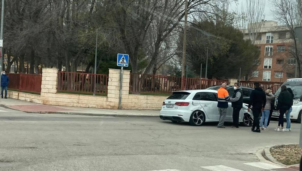 La policía local de Alcázar investiga un aparatoso accidente de trafico junto a los Institutos