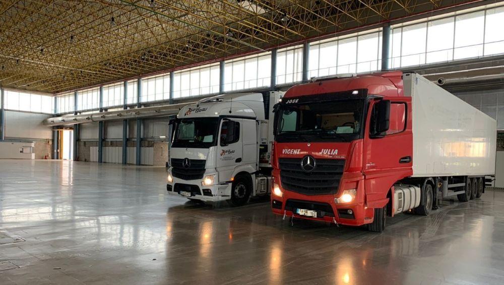 Dos de los camiones con remolque que han permanecido en las últimas semanas en IFA.