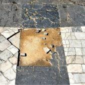 Mosaico roto en el paseo de los Alamos de Oviedo